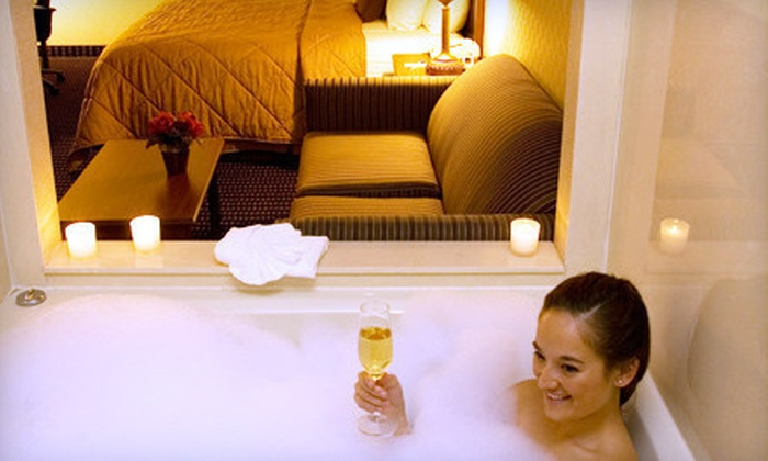 Comfort Inn Livonia - Livonia: One- or Two-Night Stay in a Deluxe Whirlpool Room with a Romance Package at Comfort Inn Livonia (Up to 60% Off)