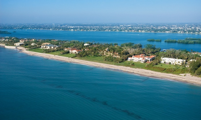 The Caribbean Court Boutique Hotel - Vero Beach, FL: 1-Night Stay for Two in a Double, King, or Queen Room at The Caribbean Court Boutique Hotel in Vero Beach, FL