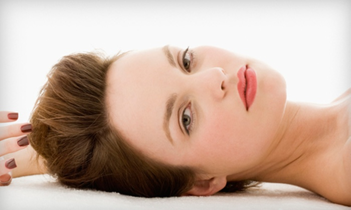 Tease Salon & Spa - Pilsen: $40 for a Haircut and Hot-Oil Treatment at Tease Salon & Spa (Up to $120 Value)