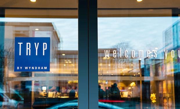 Tryp by wyndham antwerp in anvers groupon getaways for Design hotel antwerpen