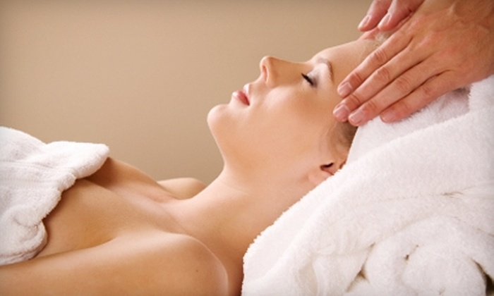 Dream Weavers Massage Spa and Tanning - Pittsburgh: $45 for One-Hour Massage and Paraffin Hand Treatment at Dream Weavers Massage Spa and Tanning (up to $95 Value)