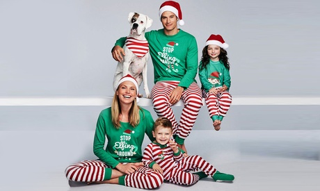 Pijamas con diseño navideño