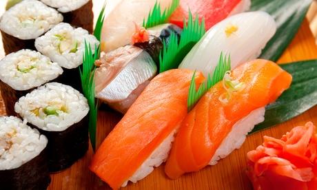 Bandeja de 25 piezas de sushi con botella de vino en menú take away por 19 € a recoger en la zona de la universidad