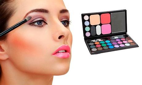 Set de Maquillaje compuesto por 33 colores, 3 brochas y espejo por 9,9 € (72% de descuento)