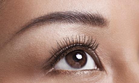 Extensión de pestañas pelo a pelo con opción a diseño y depilación de cejas desde 19,99 € en Estética Mariel Méndez