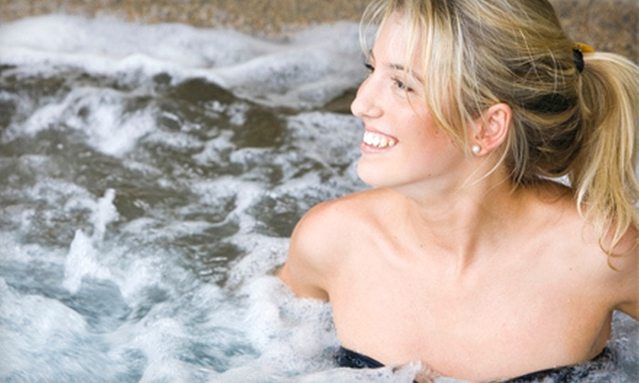 Comfort Inn - Farmington: $99 for a One-Night Stay in a Jacuzzi Suite with Romance Package at Comfort Inn in Farmington Hills (Up to $209 Value)