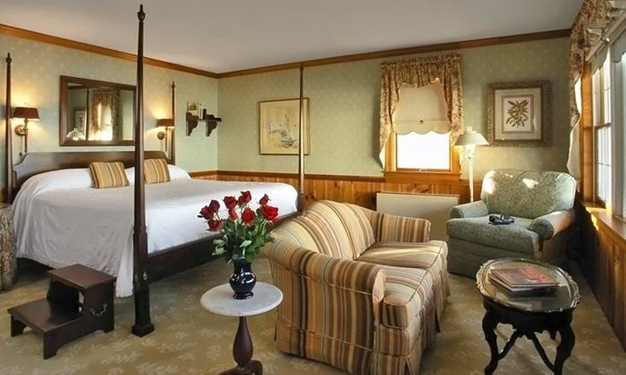 sandaway waterfront lodging in oxford md groupon getaways. Black Bedroom Furniture Sets. Home Design Ideas
