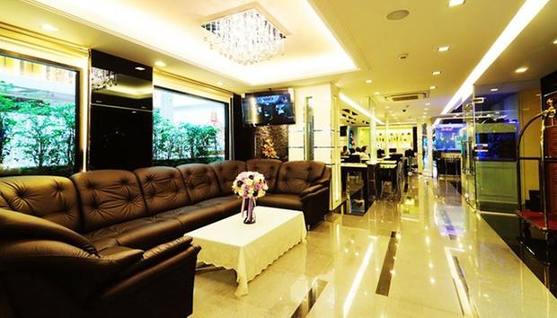 Bangkok: Stay + Return Airfare 2
