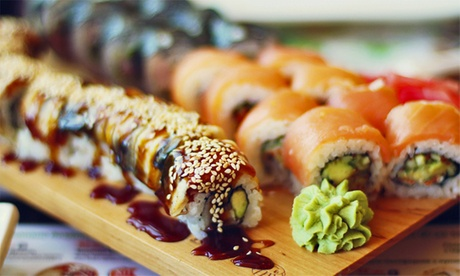 Menú para dos o cuatro con bandeja de sushi y bebida desde 15,95 € en Tokai Sushi & Bar
