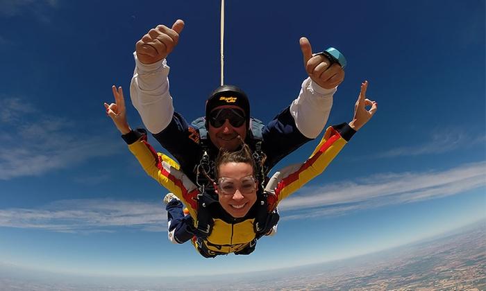 Skydive Lillo - Skydive Lillo: Salto en paracaídas en tándem para 1 o 2 personas desde 159 € en Skydive Lillo