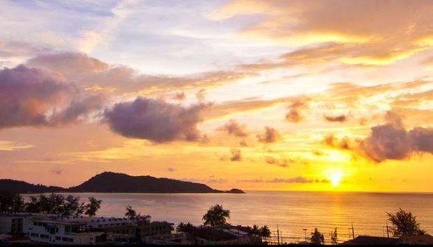 Phuket: 4* Beach Resorts + Flights 4