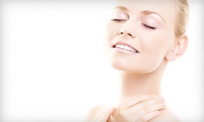 Renaissance Medi Spa - Oshkosh: $75 for HydraFacial and a Facial Massage at Fox Valley Plastic Surgery's Renaissance Medi Spa ($150 Value)