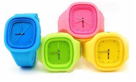 Relógio Jelly disponível em quatro cores diferentes por 9,99€