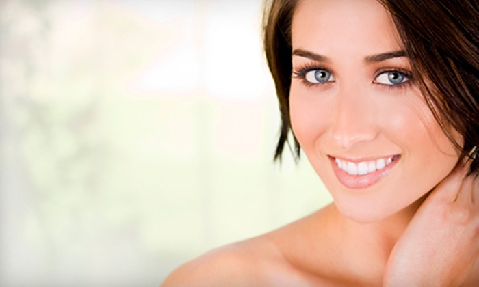 Farashé The Day Spa - Downtown Columbia: $62 for Choice of Spa Package with an Age Smart Facial or a Lipo-Fitness Body Wrap at Farashé The Day Spa in Columbia (Up to $131 Value)