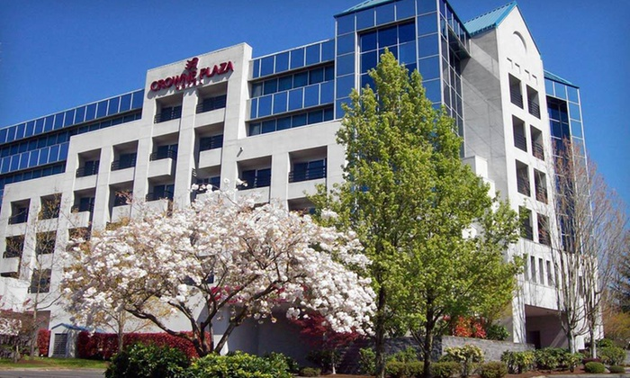 Crowne Plaza Portland-Lake Oswego - Lake Forest: One-Night Stay at Crowne Plaza Portland-Lake Oswego in Lake Oswego, OR