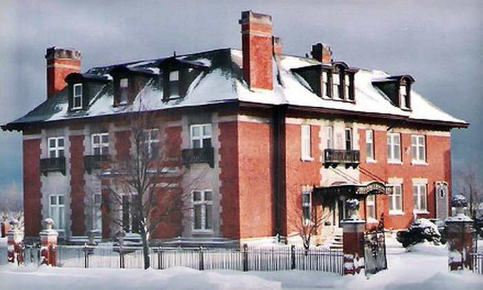 Lake View Mansion Bed and Breakfast - Near North: One-Night Stay at Lake View Mansion Bed-and-Breakfast (Up to 51% Off)
