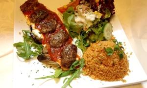 Mainkai Cafe: Köfteteller mit Auberginen und Bulgurreis für 1 oder 2 Personen im Mainkai Cafe ab 8 €