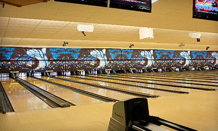Strikers Family Sportscenter - Spring Tree: $30 for a Bowling Outing for Up to Six with Large Pizza at Strikers Family Sportscenter in Sunrise (Up to $64.45 Value)