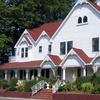 Wine-Themed Inn near North Fork Vineyards