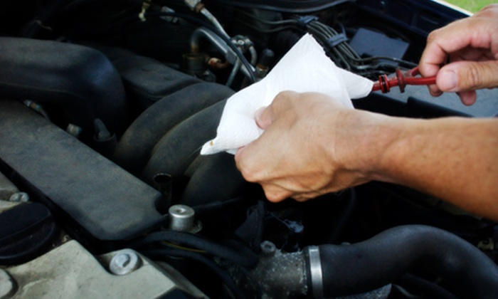 Pennzoil 10 Minute Oil Change - Santa Rosa: $21 for Full-Service Oil Change and 14-Point Inspection at Pennzoil 10 Minute Oil Change in Santa Rosa (Up to $41.99 Value)