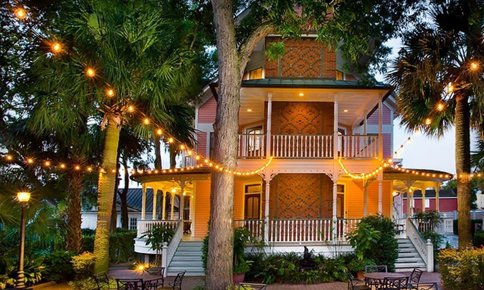 Beaufort Inn - Beaufort, SC: One- or Two-Night Stay with a Bottle of Wine at Beaufort Inn in Beaufort, SC