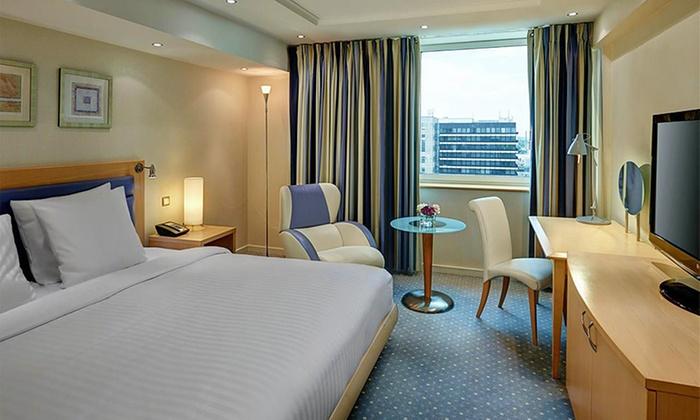 Hilton d sseldorf in d sseldorf nrw groupon getaways for Design hotel nrw