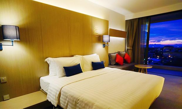Phuket: 4* Stay at Eastin Hotel 1