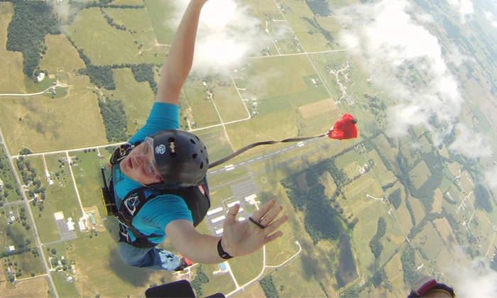 417 Skydive - Southeast Marion: $175 First-Time Solo Skydive with DVD at 417 Skydive ($275 Value)