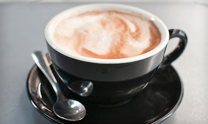 XL Executive Lounge and MiNi Cafe - Oak Lawn: $24.99 for a One-Month Membership to the XL Executive Lounge at MiNi Cafe ($75 Value)