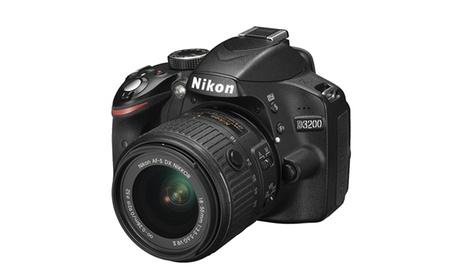 Reflex Nikon D3200 con obiettivo Nikkor 18-55 VR II