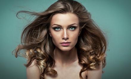 Shampoing, coupe ou modelage du cuir chevelu et brushing avec soin du visage en option dès 19,90€ chez Touch Look Studio