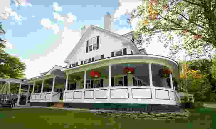 The Stowe Inn - Stowe, VT: 1- or 2-Night Stay at The Stowe Inn in Stowe, VT