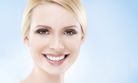 Limpieza bucal con opción a limpieza profunda de encías en 1 o 2 arcadas desde 19 € en Mitre