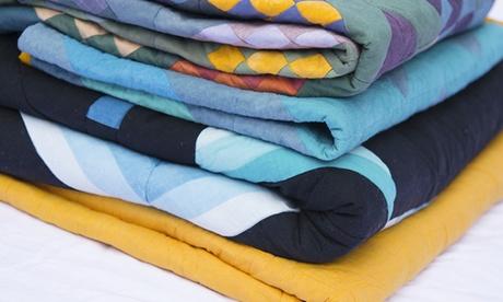 Limpieza de hasta 4 edredones o mantas con recogida y envío a domicilio desde 12,95 € en Tintorería Ausiàs March