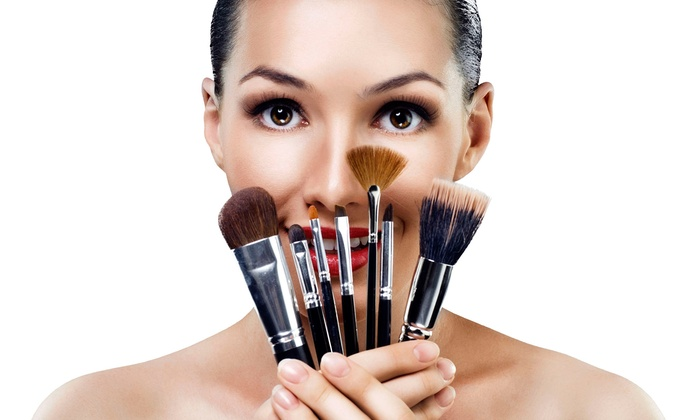 Makeup Pro - Mississauga: $49 for a Makeup and Hairstyling Class with Makeup-Brush Set from Makeup Pro ($450 Value). Eight Dates Available.