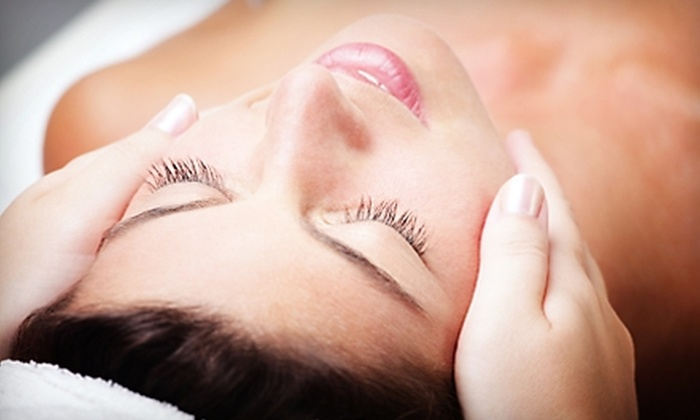 Oscar Giovanni Salon & Spa - Moreland Hills: $35 for Facial at Oscar Giovanni Salon & Spa in Moreland Hills ($70 Value)