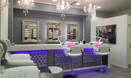 Manicura y/o pedicura con esmaltado y opción a diseño de cejas con hilo desde 9,99 € en Only You Nail Bar & Beauty Salon