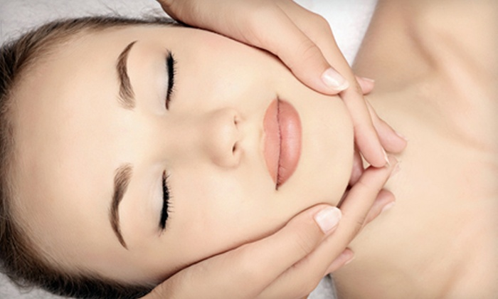 Seaside Spa and Cosmetics - St. Pete Beach: $82 for a HydraFacial at Seaside Spa & Cosmetics in St. Pete Beach ($165 Value)