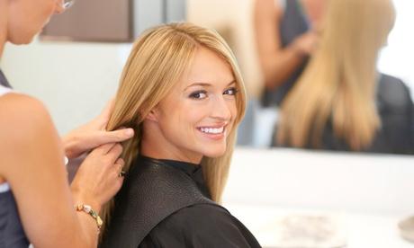 Sesión de peluquería con corte de pelo por 14 €, con tinte o mechas por 19 € o con todo por 24 €