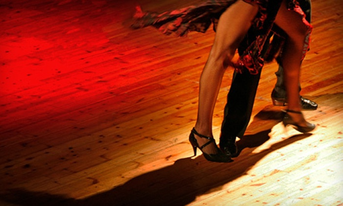 Social Dance Spot - Corso Italia: $19 for Three Introductory Salsa, Bachata, or Ballroom Classes and Two Friday Socials at Social Dance Spot ($65 Value)