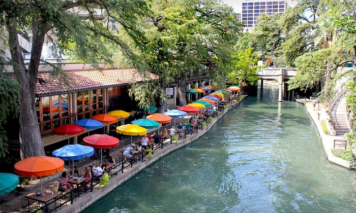 Riverwalk Plaza Hotel & Suites - San Antonio, TX: 1-Night Stay for Two with Dining Credit at Riverwalk Plaza Hotel & Suites in San Antonio, TX. Combine Multiple Nights.