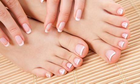 2 sesiones de manicura y/o pedicura o puesta de uñas de gel y porcelana desde 12,95 € en Selva Nails Bar