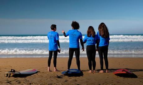 Curso de surf y longskate en la playa de San Lorenzo para dos, cuatro o seis personas desde 22,90 €