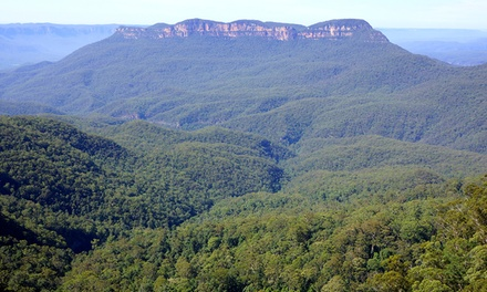 Blue Mountains: 1- or 2-Night for Two People with Bottle of Wine and Parking at Blue Mountains Heritage Motel