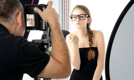 Shooting fotografico per una o 2 persone presso lo studio Claudio Di Capua Photographer (sconto fino a 89%)