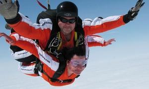 Dynamic Sport: Skok ze spadochronem w tandemie z kursem przygotowawczym dla 1 (679 zł) lub 2 osób (1349 zł) z Dynamic Sport (do -29%)