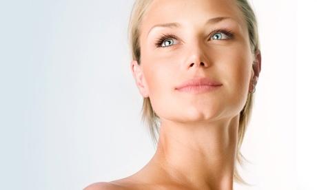 Tratamiento facial White de Esthederm, diseño y depilación de cejas con hilo y manicura desde 14,90 € en Coqueta Oferta en Groupon
