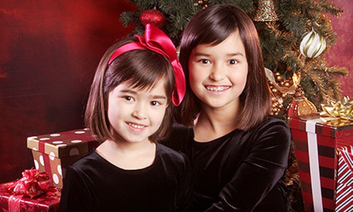 Yuen Lui Studio - Tewinkle Park: $39 for a Holiday Photo-Shoot Package with Prints and a Digital Image at Yuen Lui Studio ($485 Value)