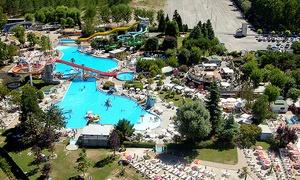 Cupole Lido: Speciale luglio e agosto - Ingresso giornaliero al parco acquatico Cupole Lido per 2 adulti e un bambino