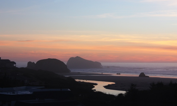 The Inn at Face Rock - Bandon: 1- or 2-Night Stay with $20 Hotel Credit at The Inn at Face Rock in Coastal Oregon